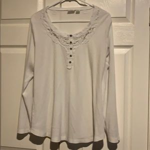 Henley type top with tatting deco on scoop neck